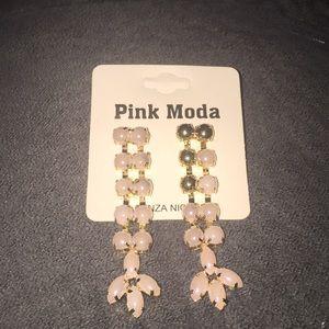 Jewelry - 🔴 3/$20 Fashion jewelry pearl earrings